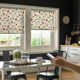 Рулонные шторы на кухне с автоматическим управлением