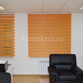 """Рулонная штора """"ЗЕБРА"""" в офисе оранжевые"""